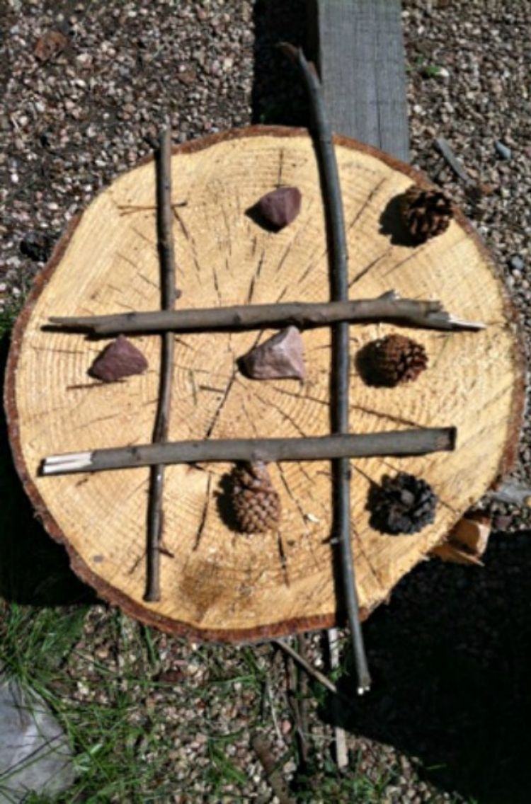 tic tac toe game made of log branches and acorn