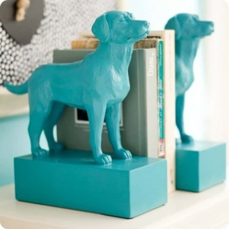 DIY cute bookends with plastic Dollar Store toy animals wood blocks and paint. Great in living room or bedroom