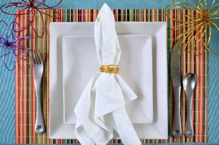 DIY napkin rings made from floral wire from Dollar Store