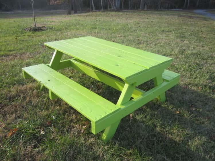 Picnic pallet seat setup for kids
