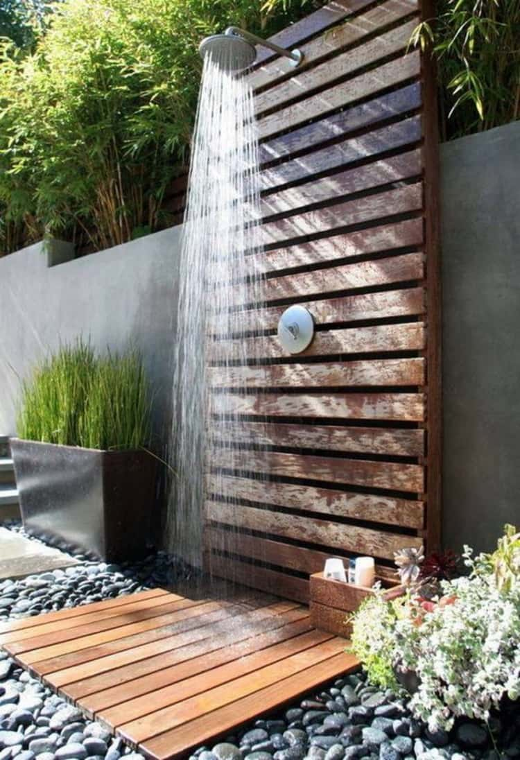 Pallet shower for outdoor