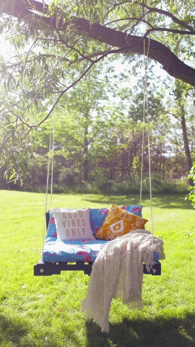 Pallet Outdoor Swing For Family